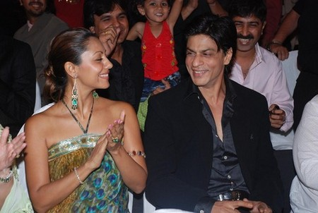 shah_rukh_khan_with_gauri_khan-5.jpg