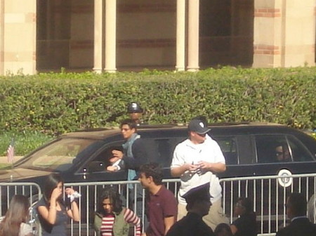 shahrukh-khan-and-kajol-on-the-sets-of-my-name-is-khan-in-san-francisco-3.jpg