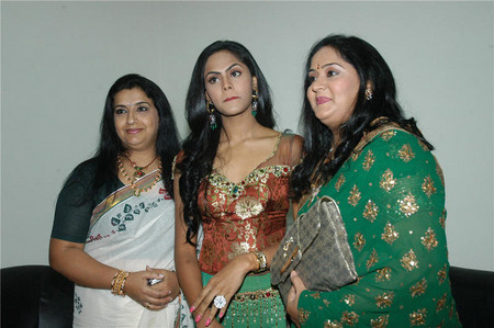 Ambika-with-Radhas-daughter-Karthika-and-Radha.jpg