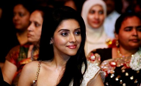 Asin-and-Madhavan-at-ITFA-Awards-2009-Singapore-2.jpg