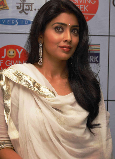 Shriya-Saran-and-surya-at-Joy-of-giving-week-3.jpg