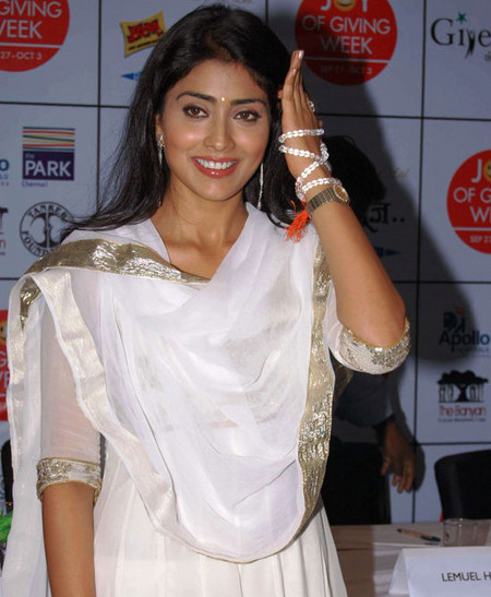 Shriya-Saran-and-surya-at-Joy-of-giving-week-4.jpg