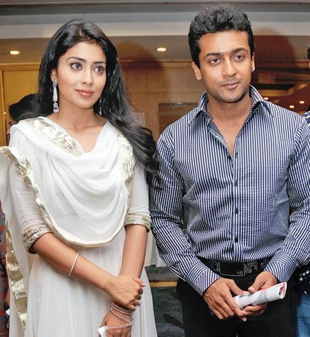 Shriya-Saran-and-surya-at-Joy-of-giving-week_main.jpg