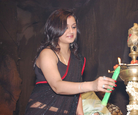 Sonia-Agarwal-and-Selvaraghavan-at-Aayirathil-Oruvan-Audio.jpg