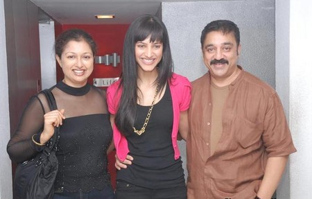 Sruthi-Hassan-with-Kamal-Hassan-and-Gowthami-at-Luck-preview.jpg