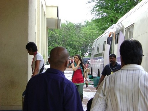 Kareena-Kapoor-on-the-sets-of-3-Idiots-photos.jpg