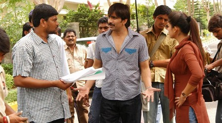 Ravi-Teja-and-Nayantara-at-Anjaneyulu-shooting.jpg