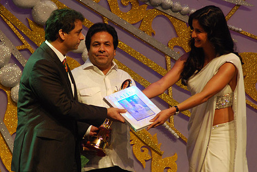 "The image ""http://www.extramirchi.com/wp-content/uploads/2009/08/Rohit-Kochhar-and-Katrina-Kaif-at-Rajiv-Gandhi-Awards-event.jpg"" cannot be displayed, because it contains errors."