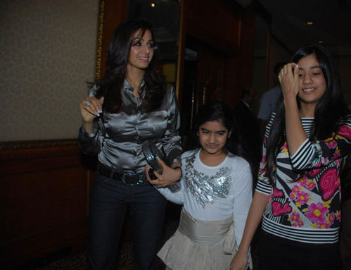 Sridevi-with-daughters-Jhanvi-and-Khushi-1.jpg