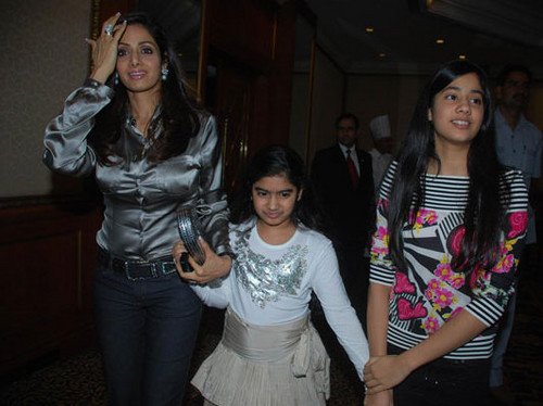 Sridevi-with-daughters-Jhanvi-and-Khushi.jpg