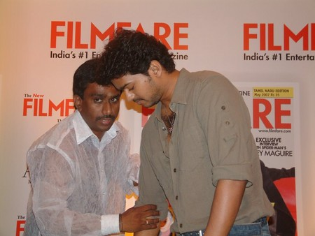 nikil-murugan-with-vijay.jpg