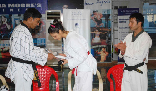Isha-Koppikar-gets-Black-Belt-in-Taekwondo.jpg