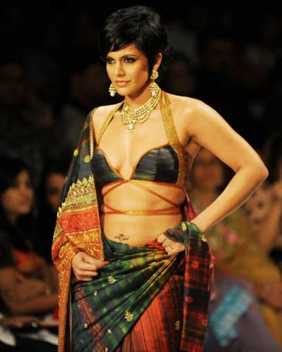 Mandira-Bedi-at-the-Kolkata-Fashion-Week-1.jpg