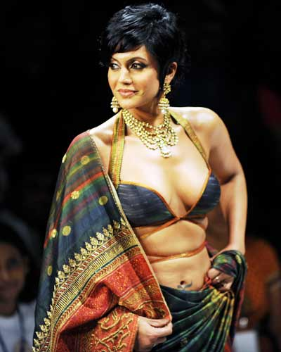 Mandira-Bedi-at-the-Kolkata-Fashion-Week.jpg