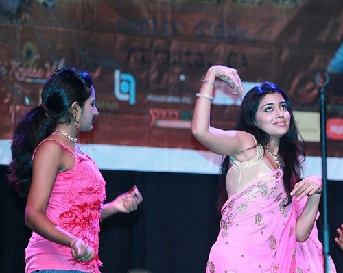 Shriya-Saran-Dance-moments.jpg