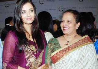 Aishwaraya-Rai-with-here-mother-Vrinda-Rai1.jpg