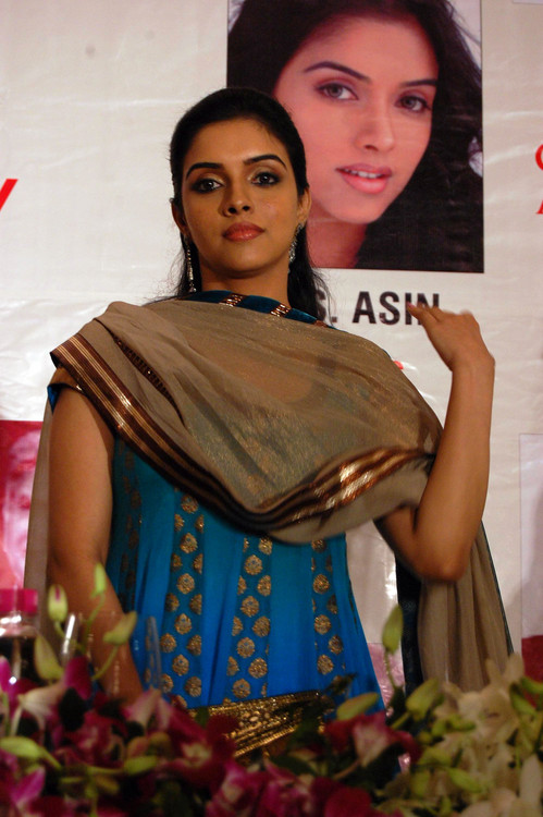 Asin-at-Giants-International-37Th-Award-Celebration-party-Hotel-Trident-Churchgate.JPG