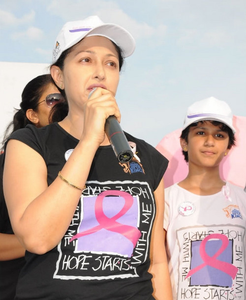 Gouthami-with-her-daughter-Subhalakshmi-at-Breast-Cancer-Awareness-walk.jpg