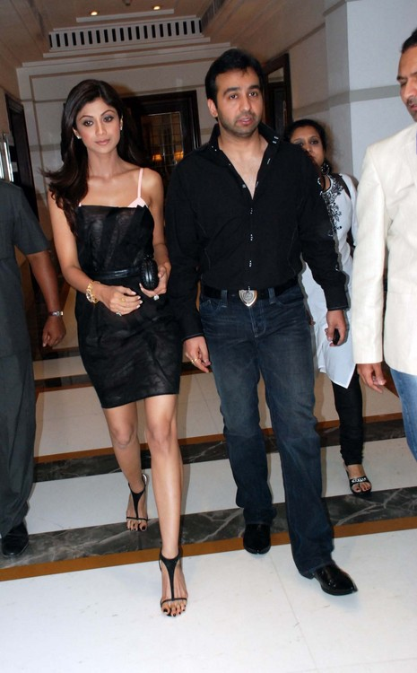 Shilpa-Shetty-with-Raj-Kundra-at-launch-Rajasthan-Royals-team-T-shirt.JPG