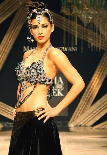 Shruti-Haasan-HDIL-Couture-Week-1.jpg
