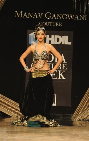 Shruti-Haasan-HDIL-Couture-Week-2.jpg