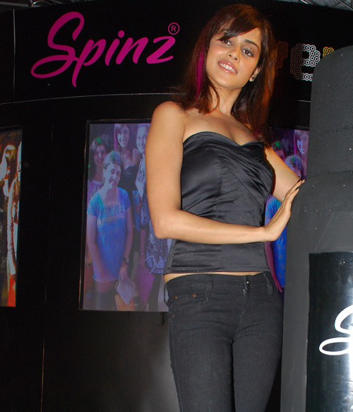 Spinz-Black-Magic-Genelia.jpg