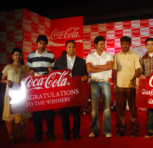 Vijay-with-Coca-Cola-Winners.jpg
