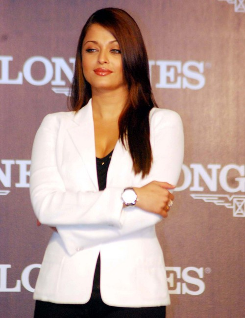 Aishwarya-Rai-Bachchan-at-Launch-of-Longines-Watch-1.JPG