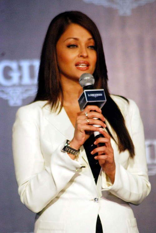 Aishwarya-Rai-Bachchan-at-Launch-of-Longines-Watch-2.JPG