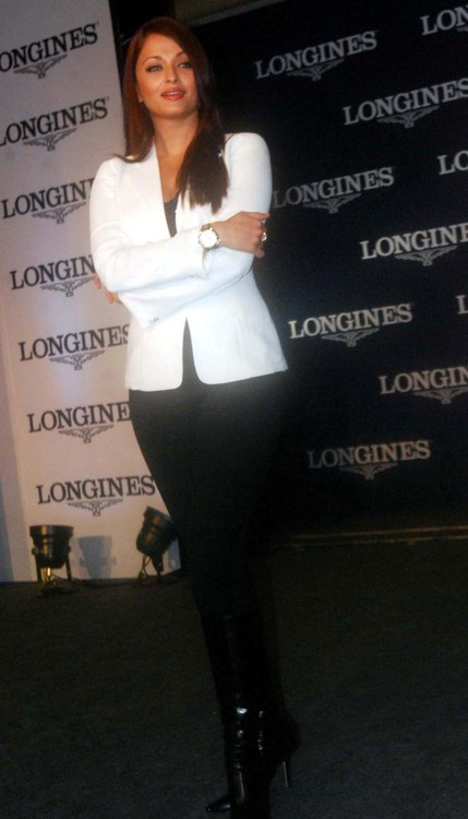 Aishwarya-Rai-Bachchan-at-Launch-of-Longines-Watch-3.JPG