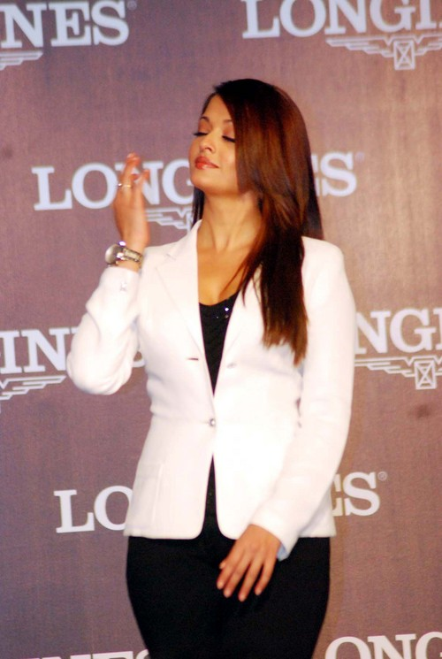Aishwarya-Rai-Bachchan-at-Launch-of-Longines-Watch.JPG