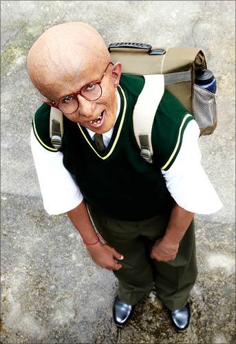 http://www.extramirchi.com/wp-content/uploads/2009/11/Amitabh-Bachchan-progeria-Paa.jpg