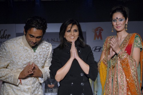 Anuj-Saxena-Neeta-Lulla-and-Bruna-Abdullah-at-Beyu-Fashion-awards.jpg