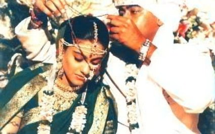 Kajol_and_Ajay_Devgan_wedding_pictures_5.jpg