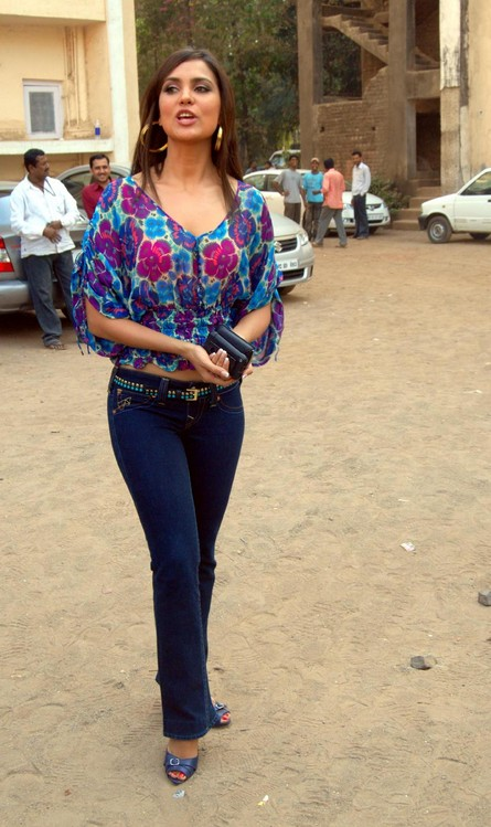 Lara-Dutta-On-the-sets.JPG