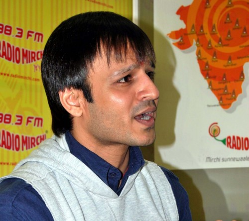 Vivek-Oberoi-at-Radio-Mirchi-Studio2.JPG