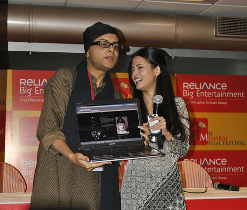 myriyasen.com-website-launch-Rituparno-Ghosh-with-Riya-Sen.JPG