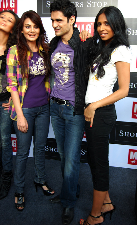 Aanchal-Kumar-Niketan-Madhok-Candice-Pinto-at-Launch-of-German-MUSTANG-brand.JPG
