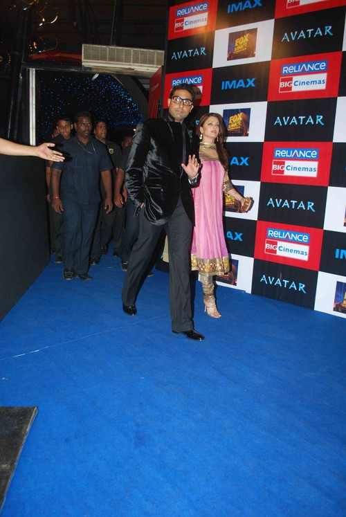 Abishek_Bachchan_and_Aishwarya_Rai_Bachchan-at-the-Avatar-Premiere.jpg