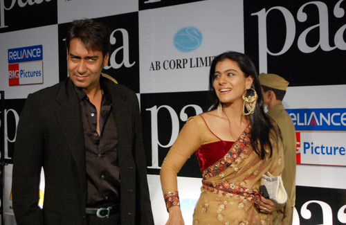 Ajay-Devgan-and-Kajol-at-the-Premiere-of-the-film-Paa1.JPG