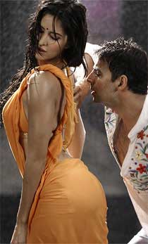 Akshay Kumar and Katrina Kaif rain dance photos (1)