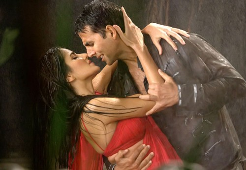 Akshay Kumar and Katrina Kaif rain dance photos (2)