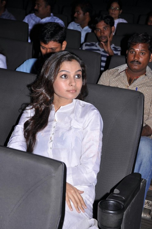Andrea-Jeremiah-at-Aayirathil-Oruvan-movie-trailer-launch-3.jpg