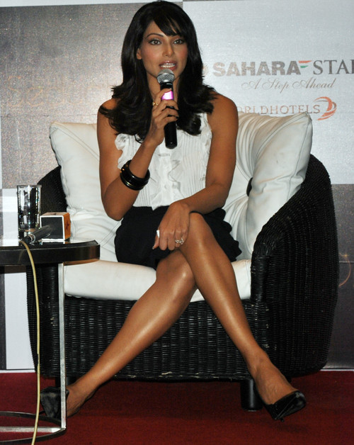 Bipasha-Basu-at-Sahara-Star-New-Year-Bash-Press-Meet-1.JPG