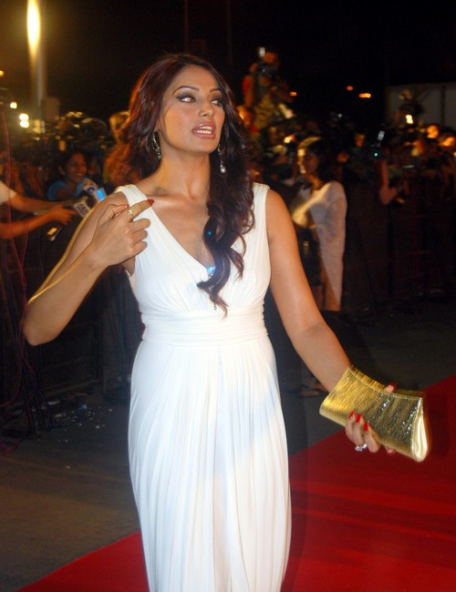 Bipasha-Basu-in-the-premiare-of-the-film-Race.jpg