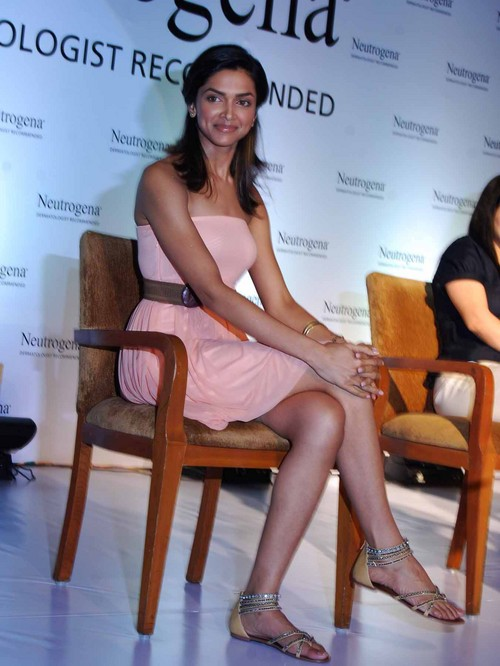Deepika-Padukone-at-Neutrogena-Fine-Fairness-Launch.JPG