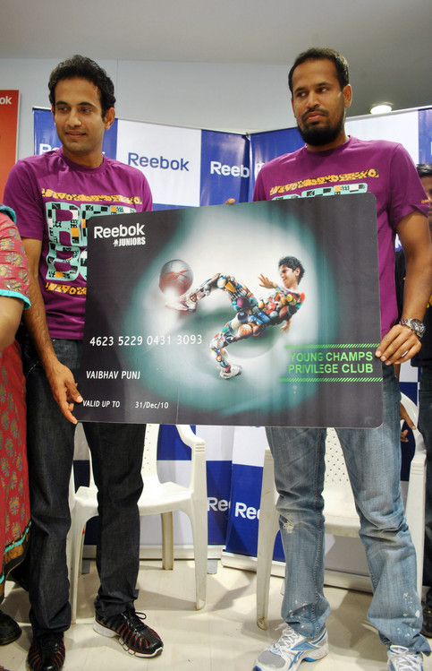 Irfan_Pathan_and_Yusuf_Pathan-at-Reebok-Junior-store-launch-1.JPG
