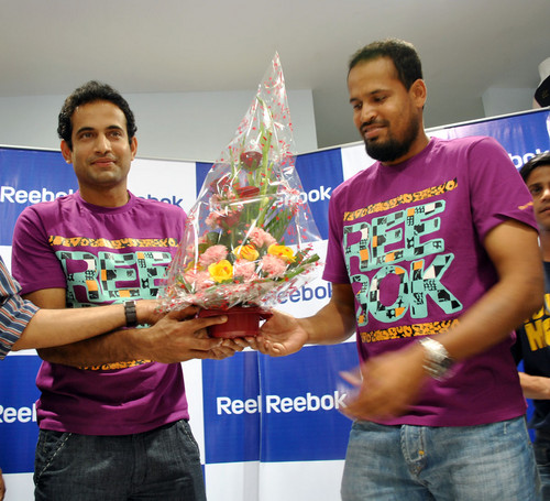 Irfan_Pathan_and_Yusuf_Pathan-at-Reebok-Junior-store-launch-2.JPG