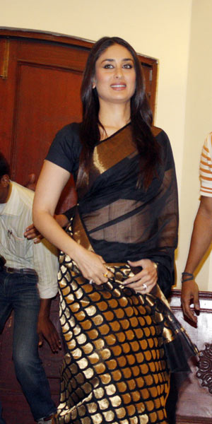 Kareena-Kapoor-in-Chanderi-silk-saree-2.jpg