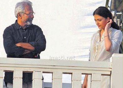 Maniratnam-and-aishwarya-rai-at-Ravana-shooting.jpg